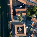 Vue aérienne des écoles maternelle, primaire et la résidence d'artistes