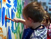 Enfants à la crèche_Atelier peinture