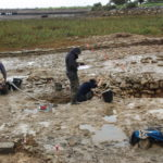 Fouille et relevés archéologiques pas toujours au sec